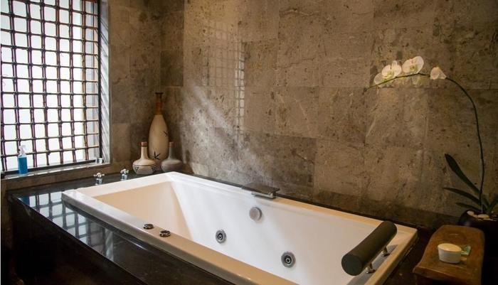 Villa Air Bali Seminyak - Bamboo Bathroom