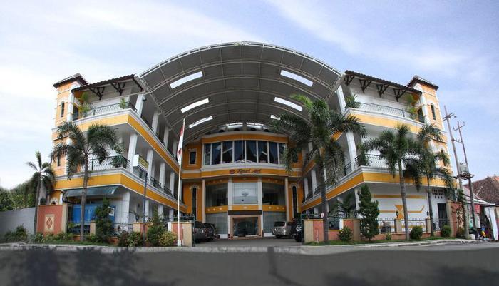 Hotel Kenari Kudus - LIHAT DEPAN HOTEL