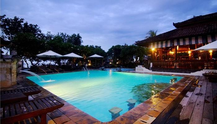 Bali Taman Lovina Resort Bali - Kolam renang dengan pemadangan laut