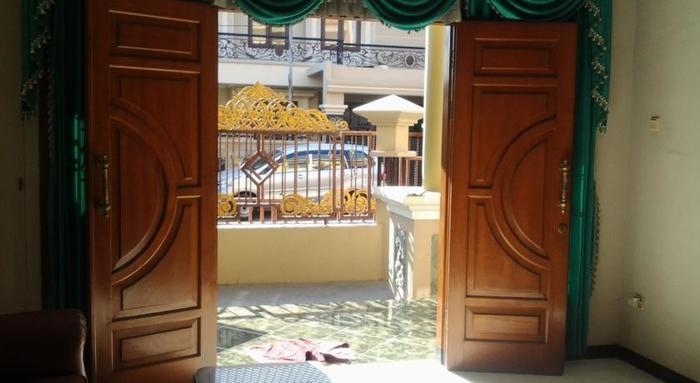 Tjahaja Baroe Homestay Surabaya - Entrance1