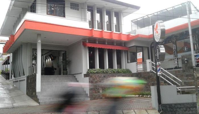 Kuwera Inn Guest House Bandung - Exterior