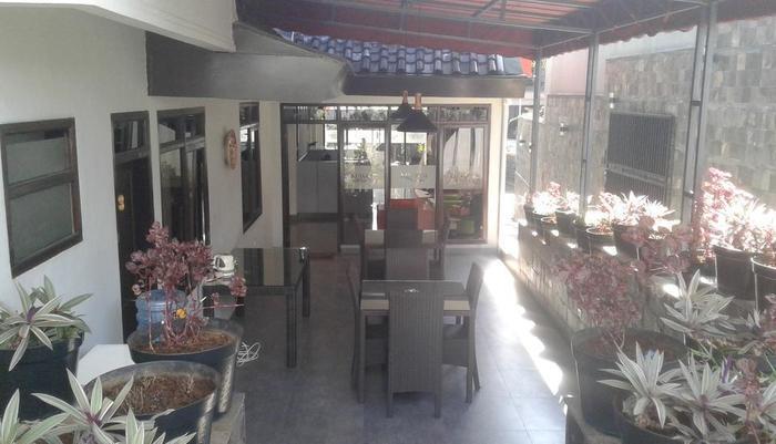 Kuwera Inn Guest House Bandung - cafe
