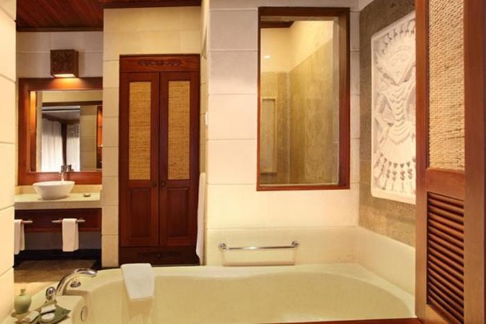 Bali Tropic Resort and Spa Bali - Kamar Mandi Deluxe Bungalow