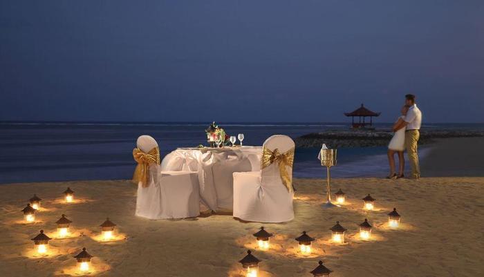 Bali Tropic Resort and Spa Bali - Makan malam romantis