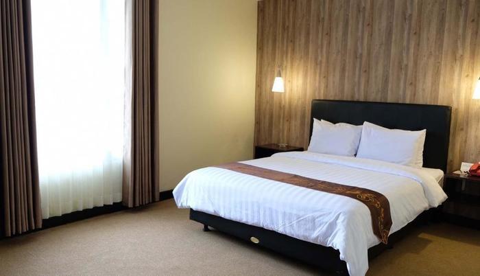 Insumo Palace Hotel & Resort Kediri - Superior Room