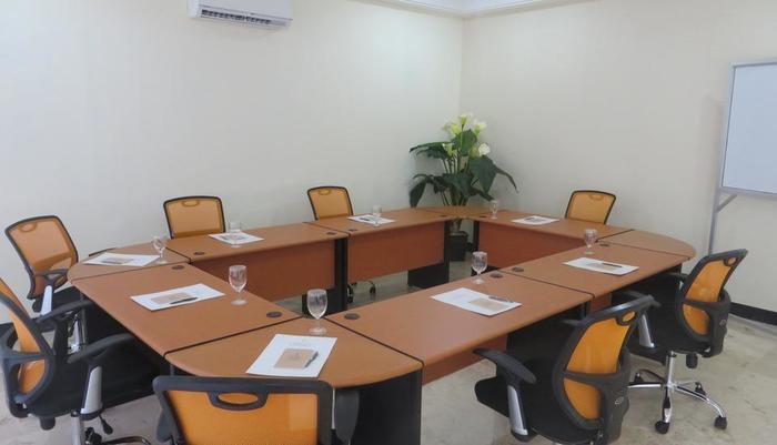Insumo Palace Hotel & Resort Kediri - Meeting room