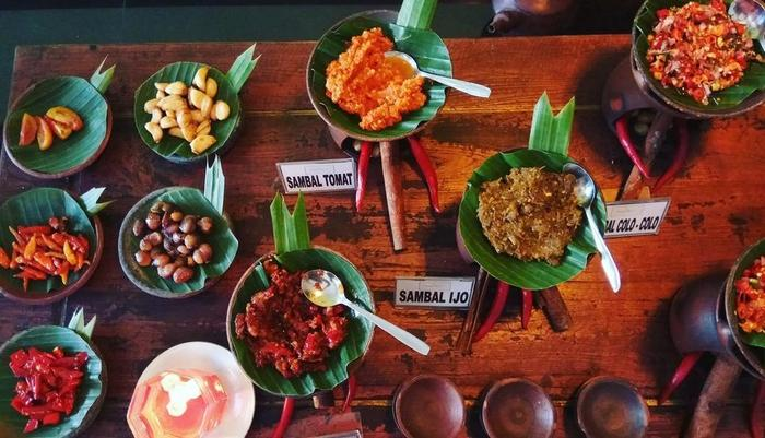 Insumo Palace Hotel & Resort Kediri - Food and Beverage