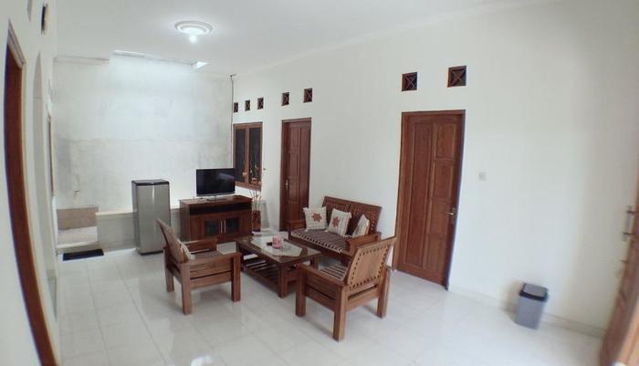 Dahlia Guest House Yogyakarta - ruang keluarga