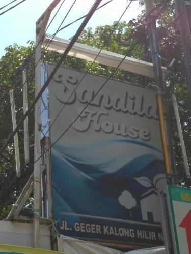 Sandila Guest House Bandung - Sign Name