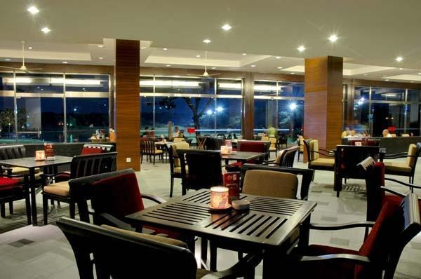 Ciputra Golf Club & Hotel Surabaya - Restaurant