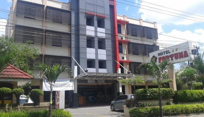 Hotel Fortuna Surabaya - Tampak depan