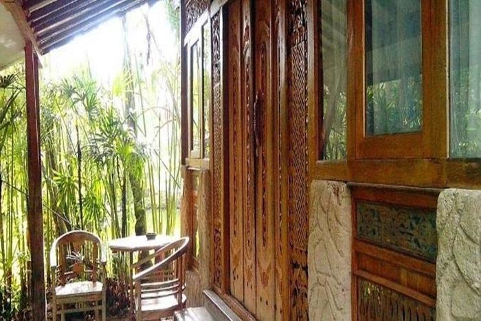 Sapu lidi Resort Hotel Bandung - Teras
