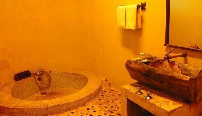 Sapu lidi Resort Hotel Bandung - Bathtub di Suite Pemandangan Danau