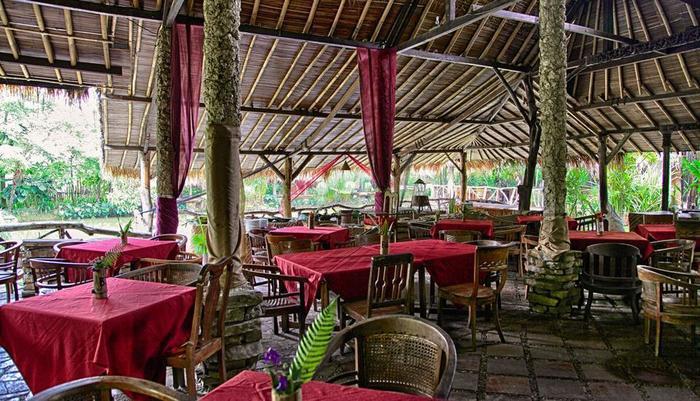 Sapu lidi Resort Hotel Bandung - Tabel Manner di Sapulidi Restaurant