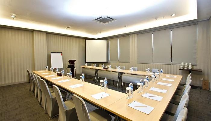 Hotel 88 Grogol - Meeting Room