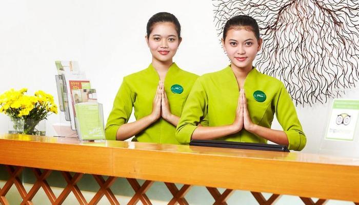 Whiz Hotel Semarang - Resepsionis