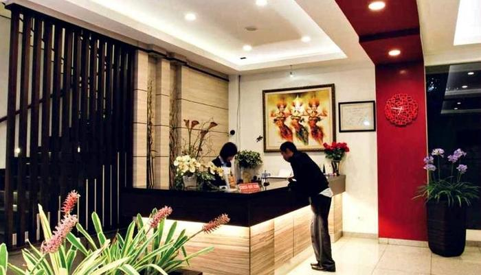 Sweet Karina Hotel Bandung - Receptionist
