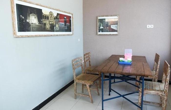 Griya Pantes Semarang - Meja dan kursi