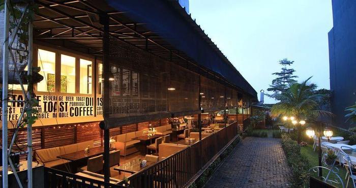Hotel D'Anaya Bogor - Restoran De Aitch dan cafe