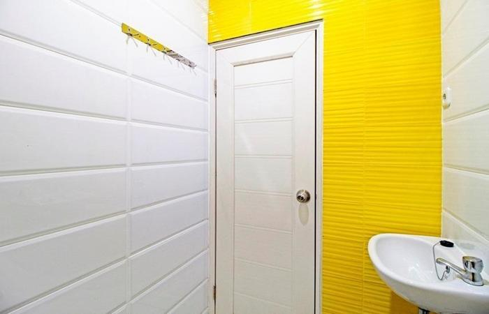 RedDoorz at Meruya Selatan - Bathroom