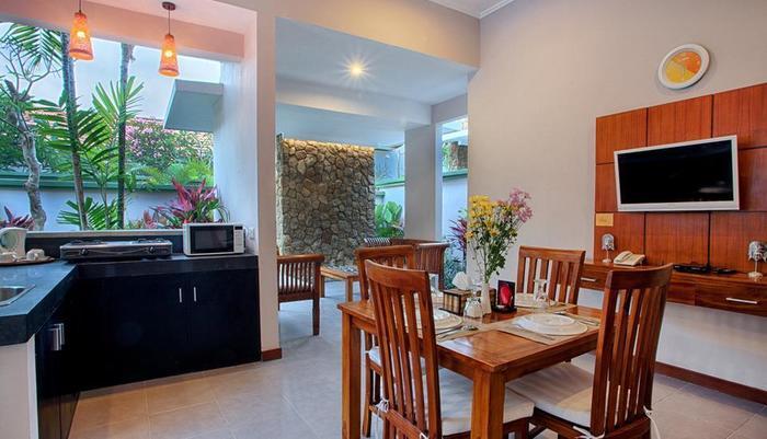 Villa Tukad Alit Bali - Kitchen and dining in two bedroom Villa