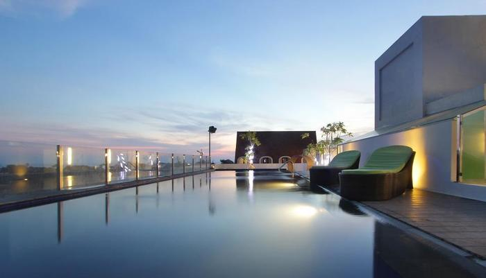 Max One Hotel Legian - Pool view