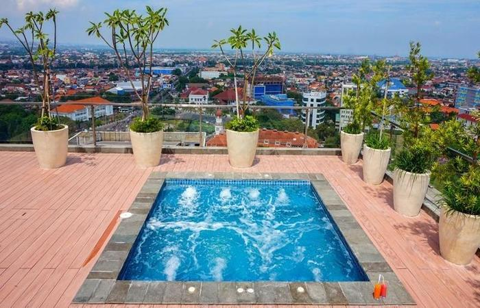 Louis Kienne Hotel Pandanaran Semarang - Exterior