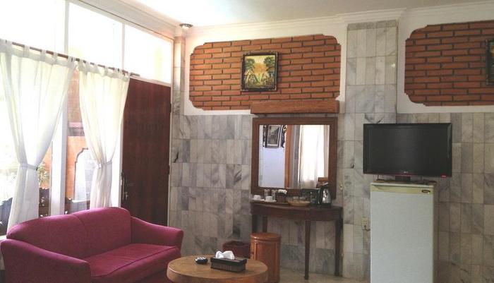 Puri Wisata Hotel Bali - Interior kamar Deluxe
