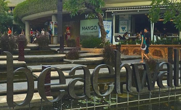 RedDoorz Near Beachwalk Kuta Bali - Sekeliling
