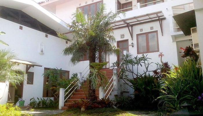 Hotel Gradia 2 Malang - Garden