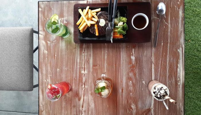 Yellow Star Gejayan Hotel Yogyakarta - Steak