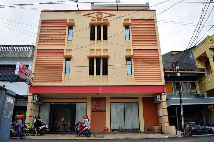 Lotus Hotel Pare Pare - Exterior