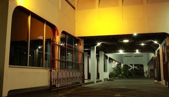 Hotel Perdana Yogyakarta - pintu gerbang