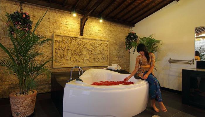 Villa Kurnia Bali - bathtub