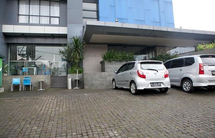 RedDoorz Plus near Bandung Station 2 Ciroyom - Exterior