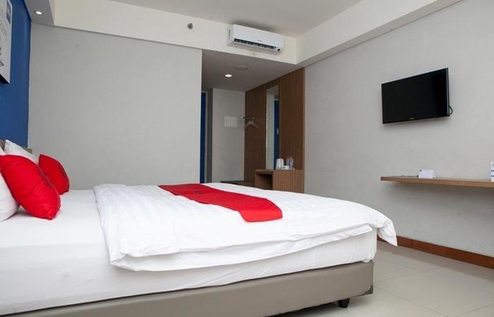 RedDoorz Plus near Bandung Station 2 Ciroyom - Room