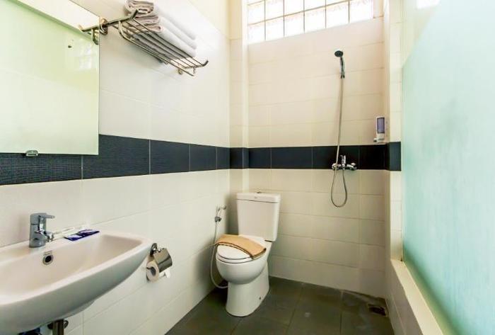 Asoka Hotel Bandung - Standard Bathroom