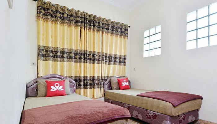 ZenRooms Antapani Syariah Bandung - Tampak tempat tidur twin