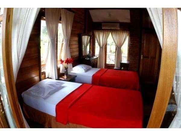 Jambuluwuk Puncak Resort Bogor -