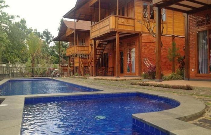 Jambuluwuk Puncak Resort Bogor - Kolam Renang