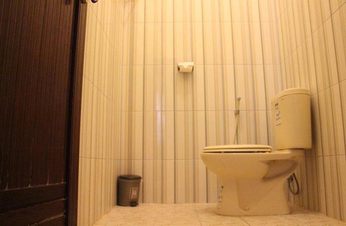 Hotel Sankita Syariah Ponorogo - Bathroom