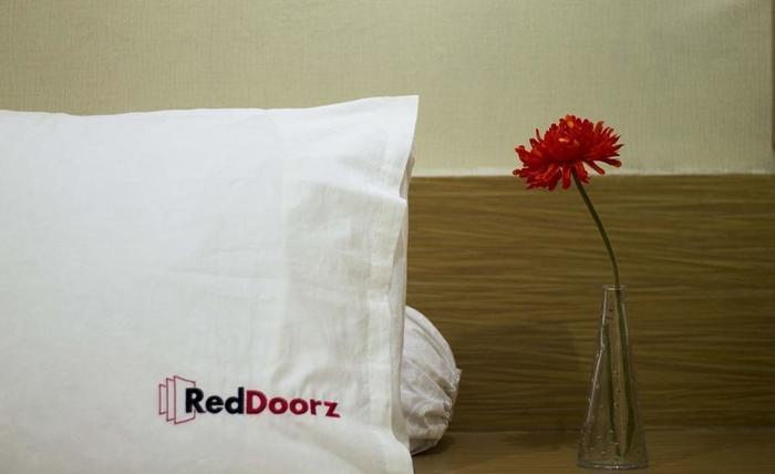 RedDoorz near Atrium Senen Jakarta - Kamar tamu