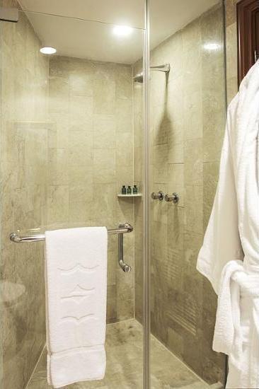 Shangri-la Surabaya - Bathroom