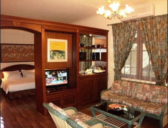 Narita Hotel Tulungagung - Living Room