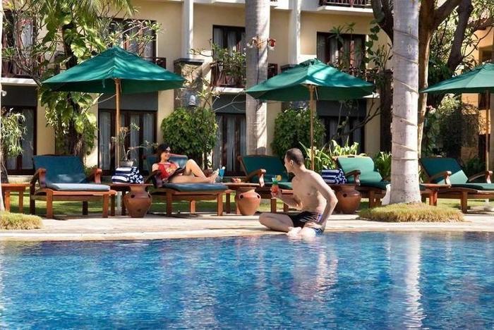Novotel Surabaya Hotel & Suites Surabaya - Pool