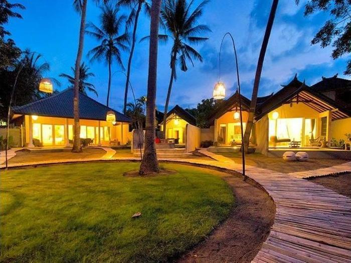 Lilin Lovina Beach Hotel Bali - Property Grounds