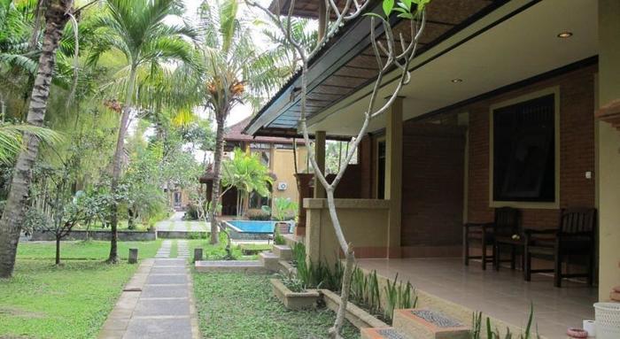 Puri Ulun Carik Bungalows Bali - (17/Dec/2013)