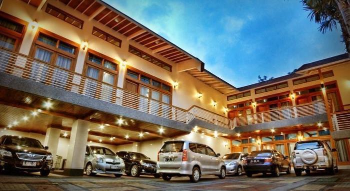 Nice Guest House Bandung - Tampilan Luar