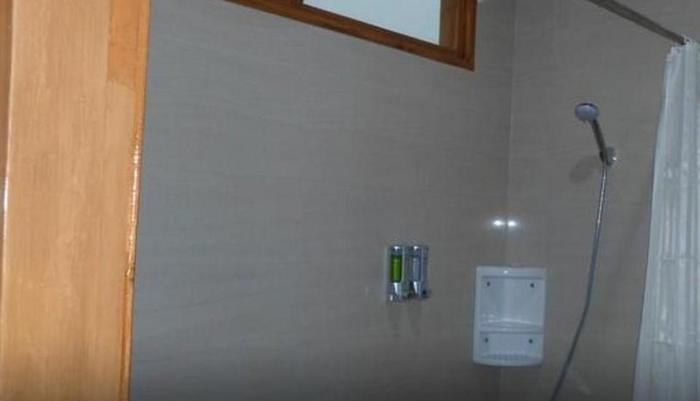 Nice Guest House Bandung - shower