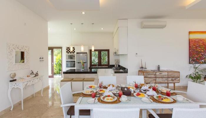Club Corner Residence by Nagisa Bali Bali - Kamar makan